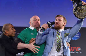 jose-aldo-dana-white-conor-mcgregor-ufc-featherweight-title-belt-press-conference