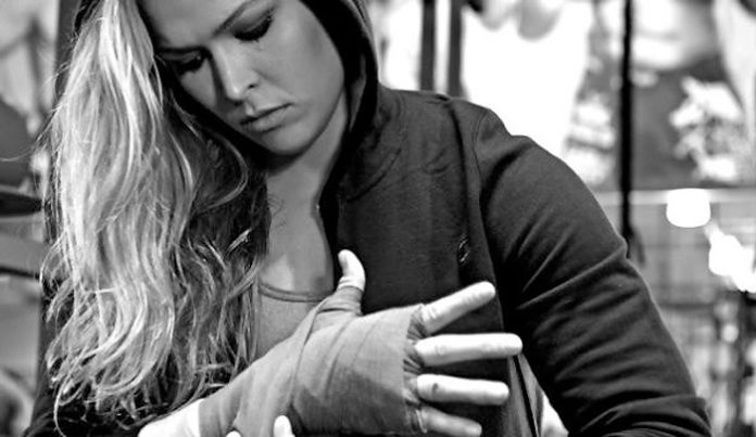How Ronda Rousey dealt with 'punks' who robbed her